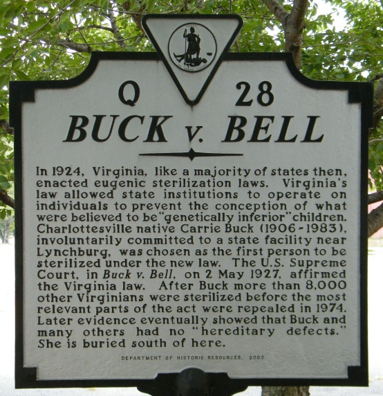 這個紀念牌記載了Buck VS Bell一案,提醒美國人不要再犯如此不人道的錯誤