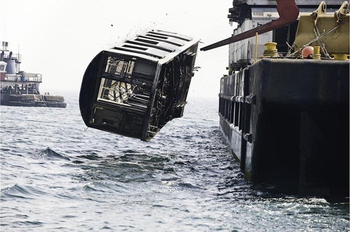 美國德拉瓦州在河床棄置了很多地鐵車廂,用以孕育成人工魚礁