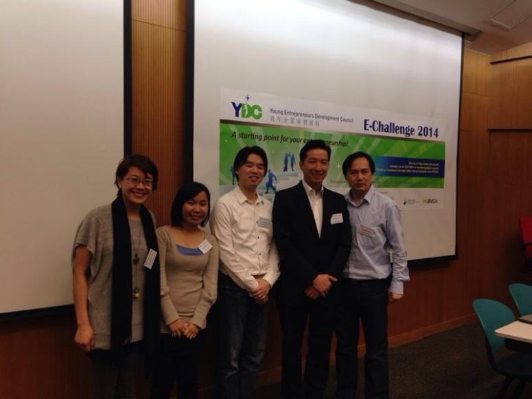 (左起)Winnie Choi, Vicki Chim, (中)筆者, (右二)Paul Chu,   (右一)Alan Lam