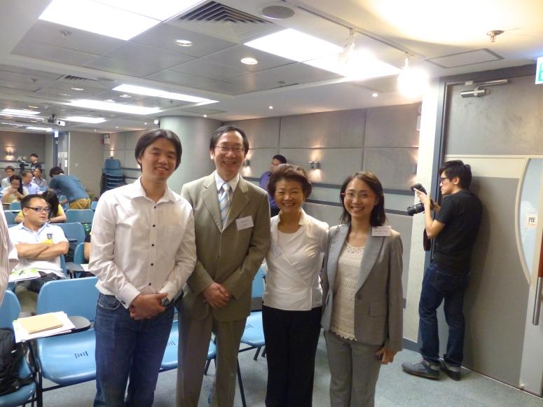左起筆者,鄧發源先生,梁劉柔芬女士,Helen Yuen小姐