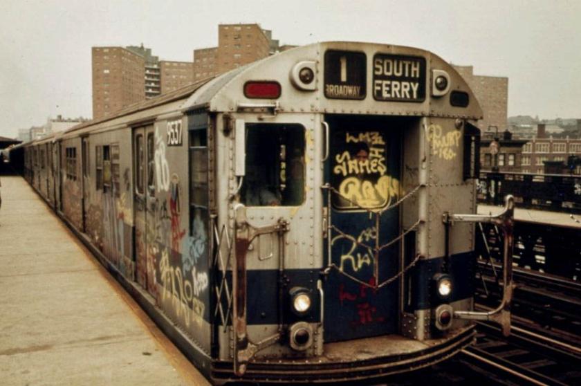 1980年代的紐約市地鐵四處充滿塗鴉